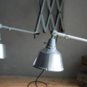 lampen-433-474-paar-von-graublauen-scherenlampen-midgard-originallackierung-pair-of-scissor-lamps-15