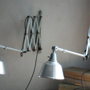 lampen-433-474-paar-von-graublauen-scherenlampen-midgard-originallackierung-pair-of-scissor-lamps-16