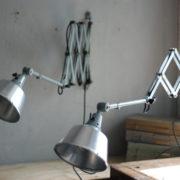 lampen-433-474-paar-von-graublauen-scherenlampen-midgard-originallackierung-pair-of-scissor-lamps-20