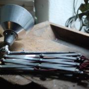 lampen-454-grosse-scherenlampe-midgard-ddrp-steeloptik-weinrot-kabel-big-scissor-industrial-lamp-01