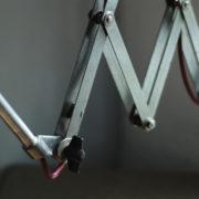 lampen-454-grosse-scherenlampe-midgard-ddrp-steeloptik-weinrot-kabel-big-scissor-industrial-lamp-04