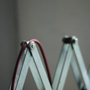 lampen-454-grosse-scherenlampe-midgard-ddrp-steeloptik-weinrot-kabel-big-scissor-industrial-lamp-05