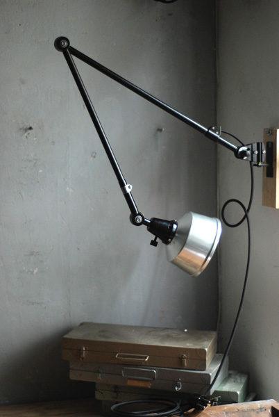 lampen-527-schwarze-grosse-gelenklampe-midgard-ddr-aluschirm-wall-hinged-lamp-industrial-009