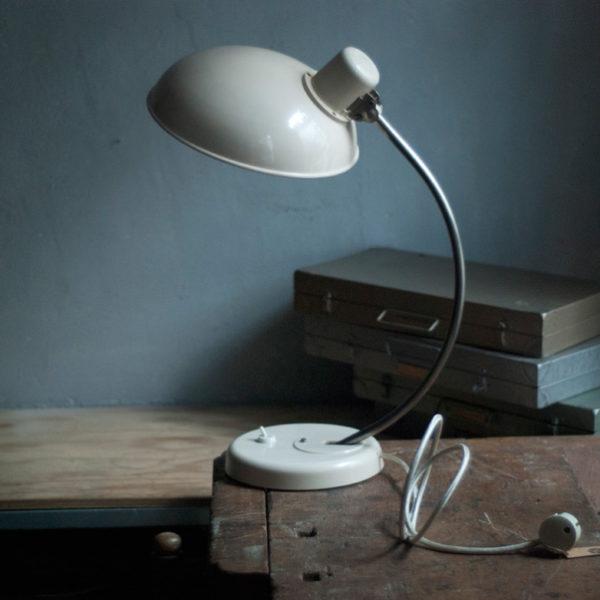 lampen-521-schreibtischlampe-bakelit-helion-arnstadt-cremeweiss-desk-lamp-ddr-018_dev