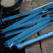 lampen-510-grosse-scherenlampe-werkstattleuchte-hammerschlag-tuerkis-midgard-ddrp-big-scissor-lamp-curt-fischer-hammertone-016