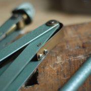 lampen-546-grosse-scherenleuchte-scherenarm-midgard-112-originalerhalt-hammerschlag-hammertone-enamel-big-vintage-scissor-lamp-curt-fischer-05