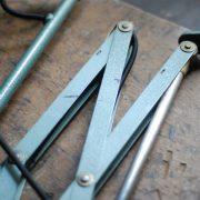 lampen-546-grosse-scherenleuchte-scherenarm-midgard-112-originalerhalt-hammerschlag-hammertone-enamel-big-vintage-scissor-lamp-curt-fischer-09