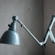 lampen-555-scherenlampe-werkstattleuchte-hammerschlag-tuerkis-midgard-ddrp-big-scissor-lamp-curt-fischer-hammertone-002