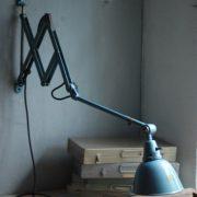 lampen-555-scherenlampe-werkstattleuchte-hammerschlag-tuerkis-midgard-ddrp-big-scissor-lamp-curt-fischer-hammertone-019