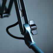 lampen-555-scherenlampe-werkstattleuchte-hammerschlag-tuerkis-midgard-ddrp-big-scissor-lamp-curt-fischer-hammertone-022