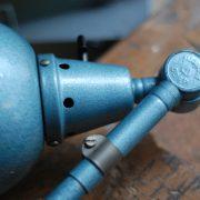 lampen-555-scherenlampe-werkstattleuchte-hammerschlag-tuerkis-midgard-ddrp-big-scissor-lamp-curt-fischer-hammertone-026