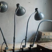 lampen-373-374-375-374-konvolut-4-klemmleuchten-industrielle-tischlampe-sis-schweinfurt-gooseneck-clamp-lamp-industrial-001