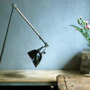 lampen-497-grosse-tischlampe-klemmleuchte-midgard-curt-fischer-patina-emailleschirm-big-task-hinged-clamp-lamp-01