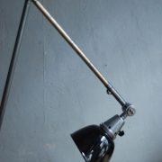 lampen-497-grosse-tischlampe-klemmleuchte-midgard-curt-fischer-patina-emailleschirm-big-task-hinged-clamp-lamp-02