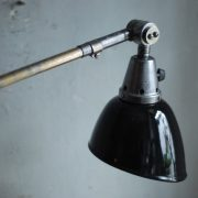 lampen-497-grosse-tischlampe-klemmleuchte-midgard-curt-fischer-patina-emailleschirm-big-task-hinged-clamp-lamp-05
