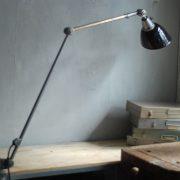 lampen-497-grosse-tischlampe-klemmleuchte-midgard-curt-fischer-patina-emailleschirm-big-task-hinged-clamp-lamp-07