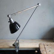lampen-497-grosse-tischlampe-klemmleuchte-midgard-curt-fischer-patina-emailleschirm-big-task-hinged-clamp-lamp-25