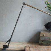 lampen-497-grosse-tischlampe-klemmleuchte-midgard-curt-fischer-patina-emailleschirm-big-task-hinged-clamp-lamp-27