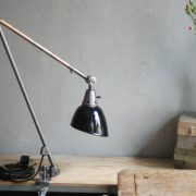 lampen-497-grosse-tischlampe-klemmleuchte-midgard-curt-fischer-patina-emailleschirm-big-task-hinged-clamp-lamp-30