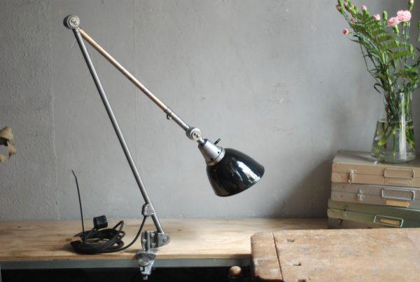 lampen-497-grosse-tischlampe-klemmleuchte-midgard-curt-fischer-patina-emailleschirm-big-task-hinged-clamp-lamp-31