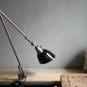 lampen-497-grosse-tischlampe-klemmleuchte-midgard-curt-fischer-patina-emailleschirm-big-task-hinged-clamp-lamp-34