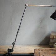 lampen-497-grosse-tischlampe-klemmleuchte-midgard-curt-fischer-patina-emailleschirm-big-task-hinged-clamp-lamp-36