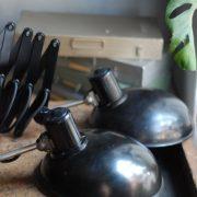 lampen-543-560-paar-scherenlampen-helion-bakelitschirm-bakelite-pair-of-industrial-scissor-lamps-023