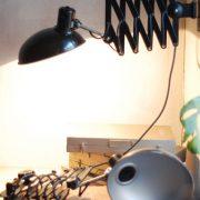 lampen-543-560-paar-scherenlampen-helion-bakelitschirm-bakelite-pair-of-industrial-scissor-lamps-025