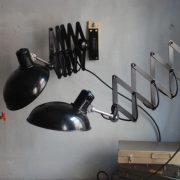 lampen-543-560-paar-scherenlampen-helion-bakelitschirm-bakelite-pair-of-industrial-scissor-lamps-030