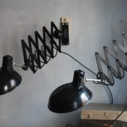 lampen-543-560-paar-scherenlampen-helion-bakelitschirm-bakelite-pair-of-industrial-scissor-lamps-034