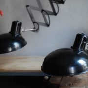 lampen-543-560-paar-scherenlampen-helion-bakelitschirm-bakelite-pair-of-industrial-scissor-lamps-037
