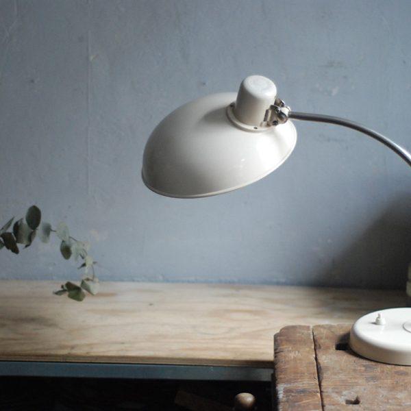 lampen-548-tischleuchte-helion-bakelite-cremeweiss-bakelit-white-table-desk-lamp-012