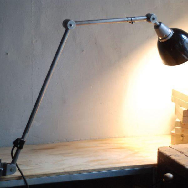 lampen-545-gelenklampe-ddr-kahla-midgard-emaillierter-reflektor-klemmfuss-clamp-lamp-industrial-hinged-light-56