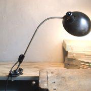 lampen-578-klemmleuchte-helion-mit-grossem-bakelitschirm-clamp-lamp-ddr-027_dev