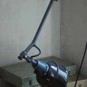 lampen-620-graublaue-midgard-wandleuchte-emaillierter-reflektor-kurt-fischer-vorkrieg-wall-lamp-grey-blue_044