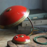 lampen-629-rote-tischleuchte-helo_6972