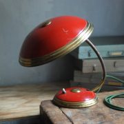 lampen-629-rote-tischleuchte-helo_6973