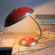 lampen-629-rote-tischleuchte-helo_6975