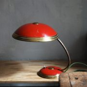 lampen-629-rote-tischleuchte-helo_6981