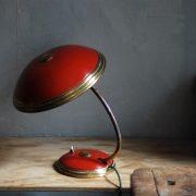 lampen-629-rote-tischleuchte-helo_7002