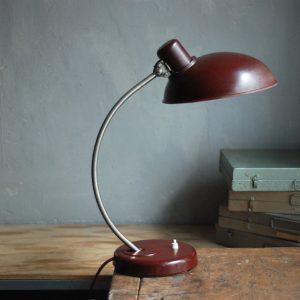 lampen-584-rote-schreibtischleuchte-helion-mit-breitem-schirm-aus-bakelit-desk-table-lamp-red-bakelit-bauhaus_009