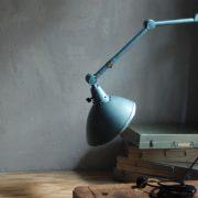 lampen-326-gelenklampe-wandleuchte-midgard-ddrp-hammerschlag-blau-curt-fischer-blue-hammertone-bauhaus-ddr-wall-hinged-industrial-lamp-(1)