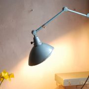 lampen-326-gelenklampe-wandleuchte-midgard-ddrp-hammerschlag-blau-curt-fischer-blue-hammertone-bauhaus-ddr-wall-hinged-industrial-lamp-(20)