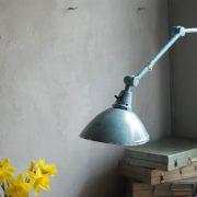lampen-326-gelenklampe-wandleuchte-midgard-ddrp-hammerschlag-blau-curt-fischer-blue-hammertone-bauhaus-ddr-wall-hinged-industrial-lamp-(21)