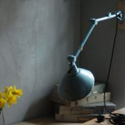 lampen-326-gelenklampe-wandleuchte-midgard-ddrp-hammerschlag-blau-curt-fischer-blue-hammertone-bauhaus-ddr-wall-hinged-industrial-lamp-(29)