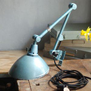 lampen-326-gelenklampe-wandleuchte-midgard-ddrp-hammerschlag-blau-curt-fischer-blue-hammertone-bauhaus-ddr-wall-hinged-industrial-lamp-(3)
