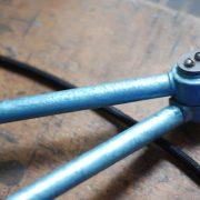 lampen-326-gelenklampe-wandleuchte-midgard-ddrp-hammerschlag-blau-curt-fischer-blue-hammertone-bauhaus-ddr-wall-hinged-industrial-lamp-(6)