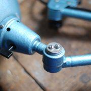 lampen-326-gelenklampe-wandleuchte-midgard-ddrp-hammerschlag-blau-curt-fischer-blue-hammertone-bauhaus-ddr-wall-hinged-industrial-lamp-(7)