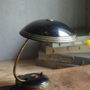lampen-650-tischleuchte-helo-tischampe-schwarz-messing-bauhaus-table-lamp-003