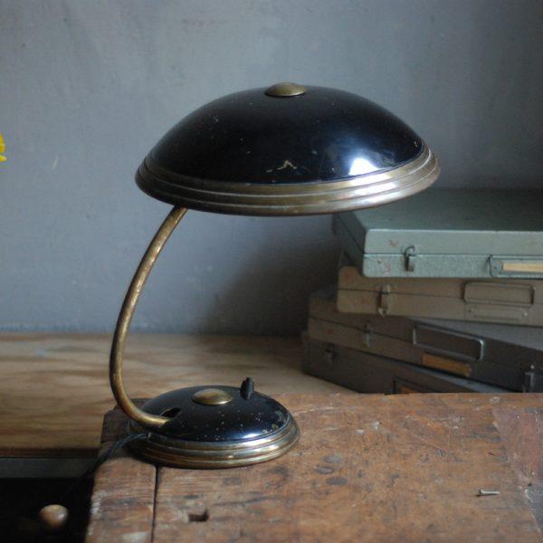 lampen-650-tischleuchte-helo-tischampe-schwarz-messing-bauhaus-table-lamp-012